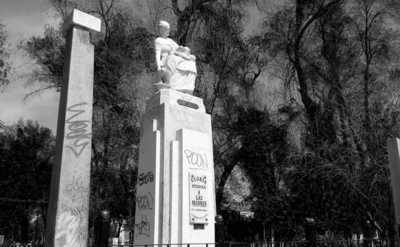 Monumento a la madre en el Parque Victoria de la Ciudad Lerdo Durango.